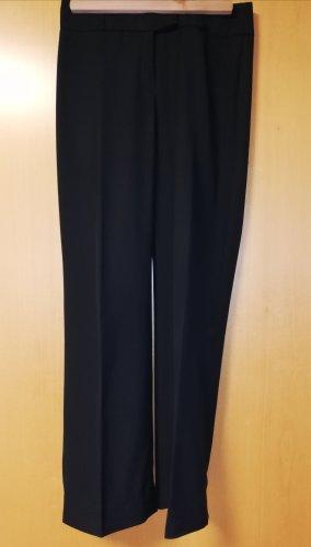 schwarze Hose mit Bügelfalte von S.Oliver