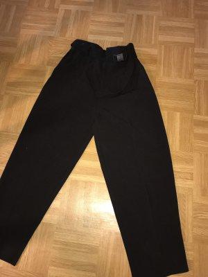 Schwarze Hose mit Gürtel highwaist