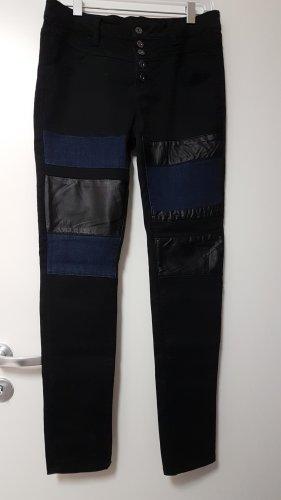 """Schwarze Hose mit Jeans & """"Leder"""" Details"""