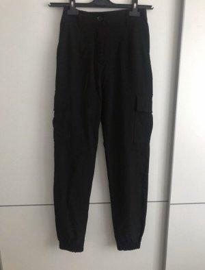 schwarze Hose mit Seitentaschen