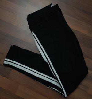 Schwarze Hose mit weißen Streifen