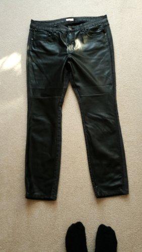 schwarze Hose von Triangle: vorne Lederoptik - hinten Jeans