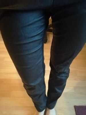 Schwarze Hosen vorne in Lederoptik