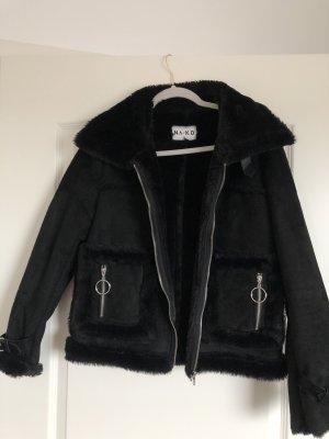 Schwarze Jacke (/ Fell)