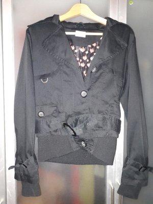 Schwarze Jacke im Trenchcoat-Stil
