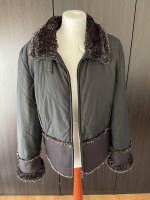 Schwarze Jacke mit Fell