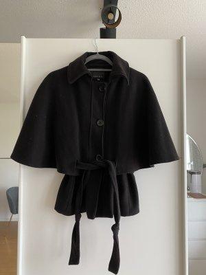 Schwarze Jacke mit Flattern