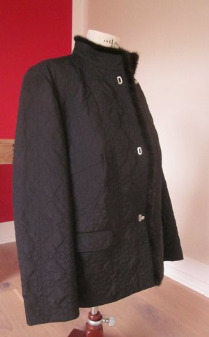 schwarze Jacke mit Nerzbesatz der Fa. Basler