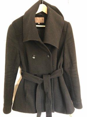 Schwarze Jacke mit Schalkragen