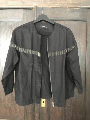 Schwarze Jacke mit Silberdetails