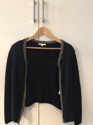 Schwarze Jacke mit silbernen Elementen