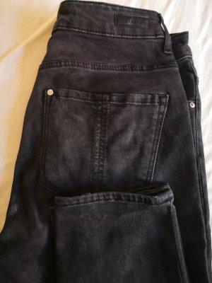 Schwarze Jeans - macht schmale Beine