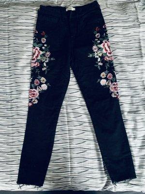 Schwarze Jeans mit Blumen Print XS