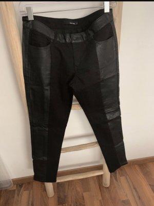 Schwarze Jeans mit Ledereinsätze