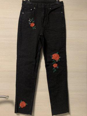 Schwarze Jeans mit Rosen