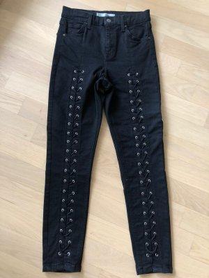 Schwarze Jeans mit Schnürung& Ösen