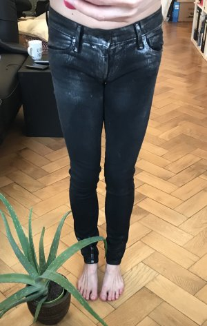 Schwarze Jeans mit silberner Beschichtung