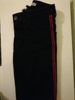 Schwarze Jeans mit Streifen an der Seite