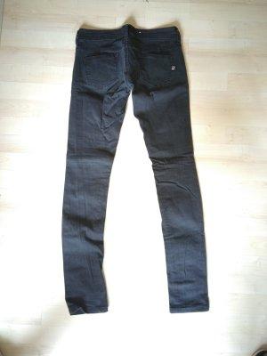 schwarze Jeans Röhrenjeans