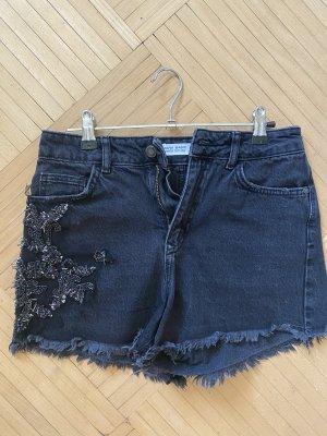 Schwarze Jeansshorts mit Steinen Zara
