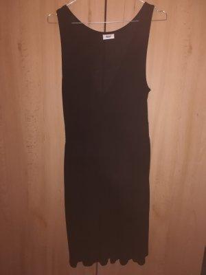 Schwarze Kleid mit tollem Dekolleté