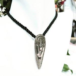 Collier incrusté de pierres noir-argenté