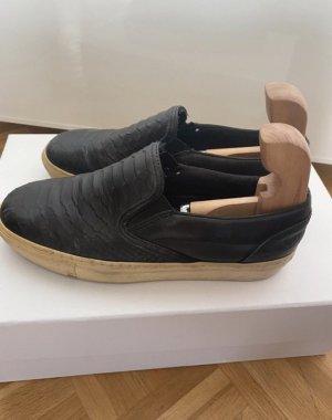 Schwarze Kroko look sneaker