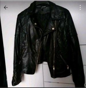 schwarze Kunstlederjacke