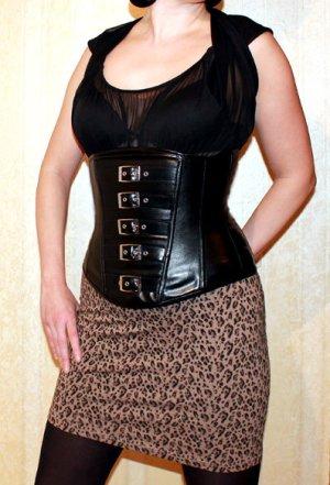 Haut type corsage noir faux cuir