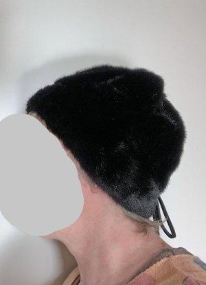 schwarze Kunstpelz Mütze mit Schleifchen, 57 cm