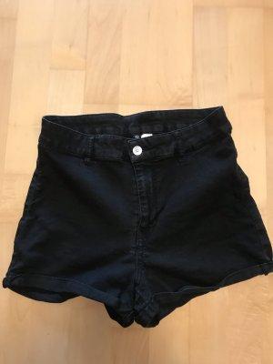 Schwarze kurze Hose/ Hotpants