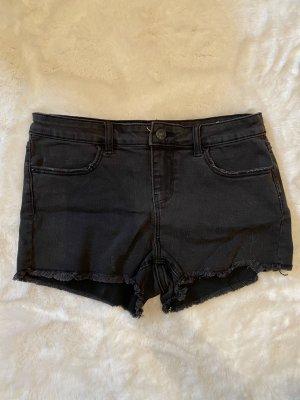 Schwarze kurze Jeansshorts