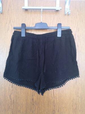 Schwarze kurze Stoffhose