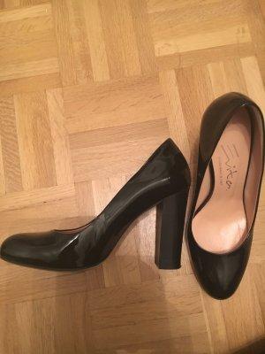 Schwarze Lack Pumps von Evita