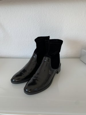 Schwarze Lack-Samt Zara Stiefeletten!