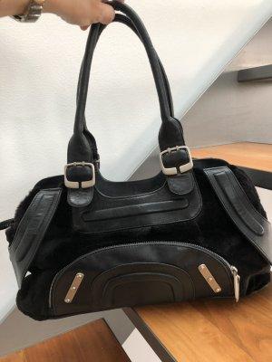 Schwarze Leder-Designertasche | ERTON by Katrin Leiber Tasche mit Echtfellbesatz