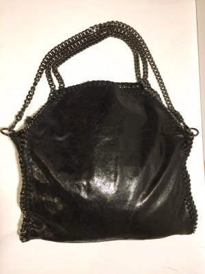 Schwarze Leder-Handtasche mit Kettenhenkel