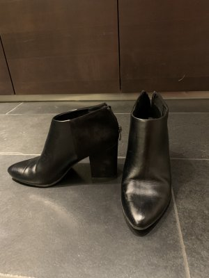 Schwarze Leder/Matte Stiefletten