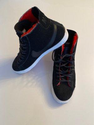 Schwarze Leder Nike Turnschuhe mit Fütterung
