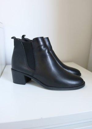 schwarze Leder Stiefeletten 39 Tamaris wie neu Chelsea Boots