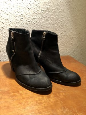 Schwarze Leder Stifeletten Pistol boots TOPSHOP