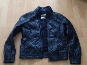 schwarze Lederjacke