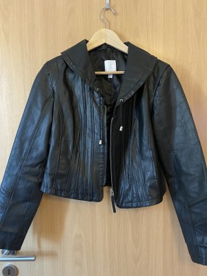 Schwarze Lederjacke mit Stehkragen