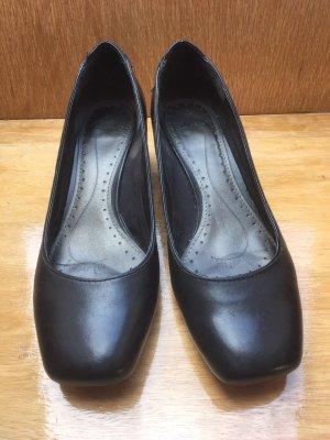 Schwarze Lederpumps von CLARKS