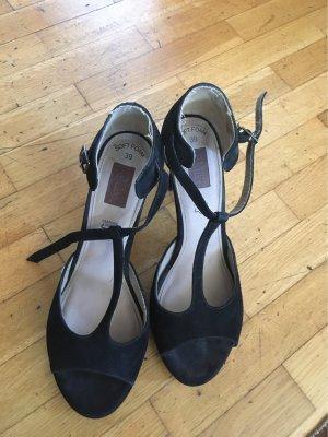s.Oliver T-Strap Sandals black