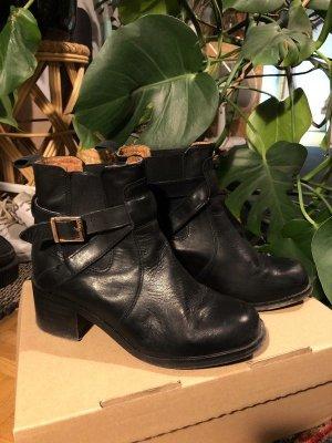 Schwarze Lederschuhe Halbschuhe Stiefel Stiefeletten mit Schnalle Echtleder