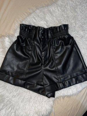 Schwarze Ledershorts Zara
