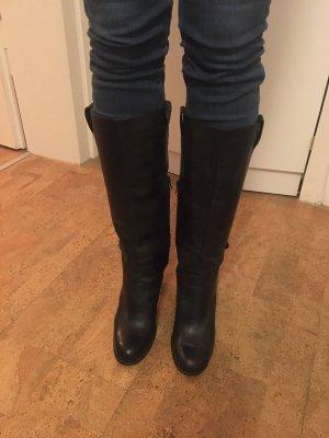Schwarze Lederstiefel mit Absatz
