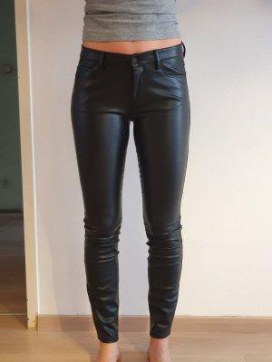Schwarze Legging aus Kunstleder von Zara