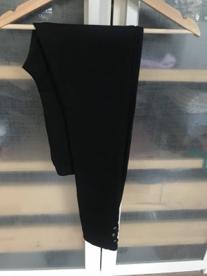 Schwarze Leggings mit Details